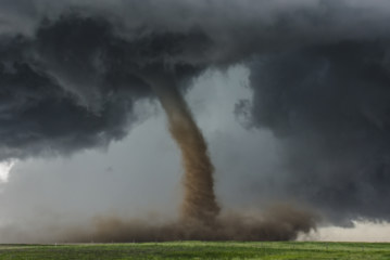 Im Auge des Hurrikans: Wie Sie der finanziellen Vernichtung entkommen!